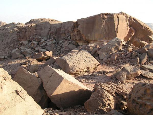 sandstone boulder piles